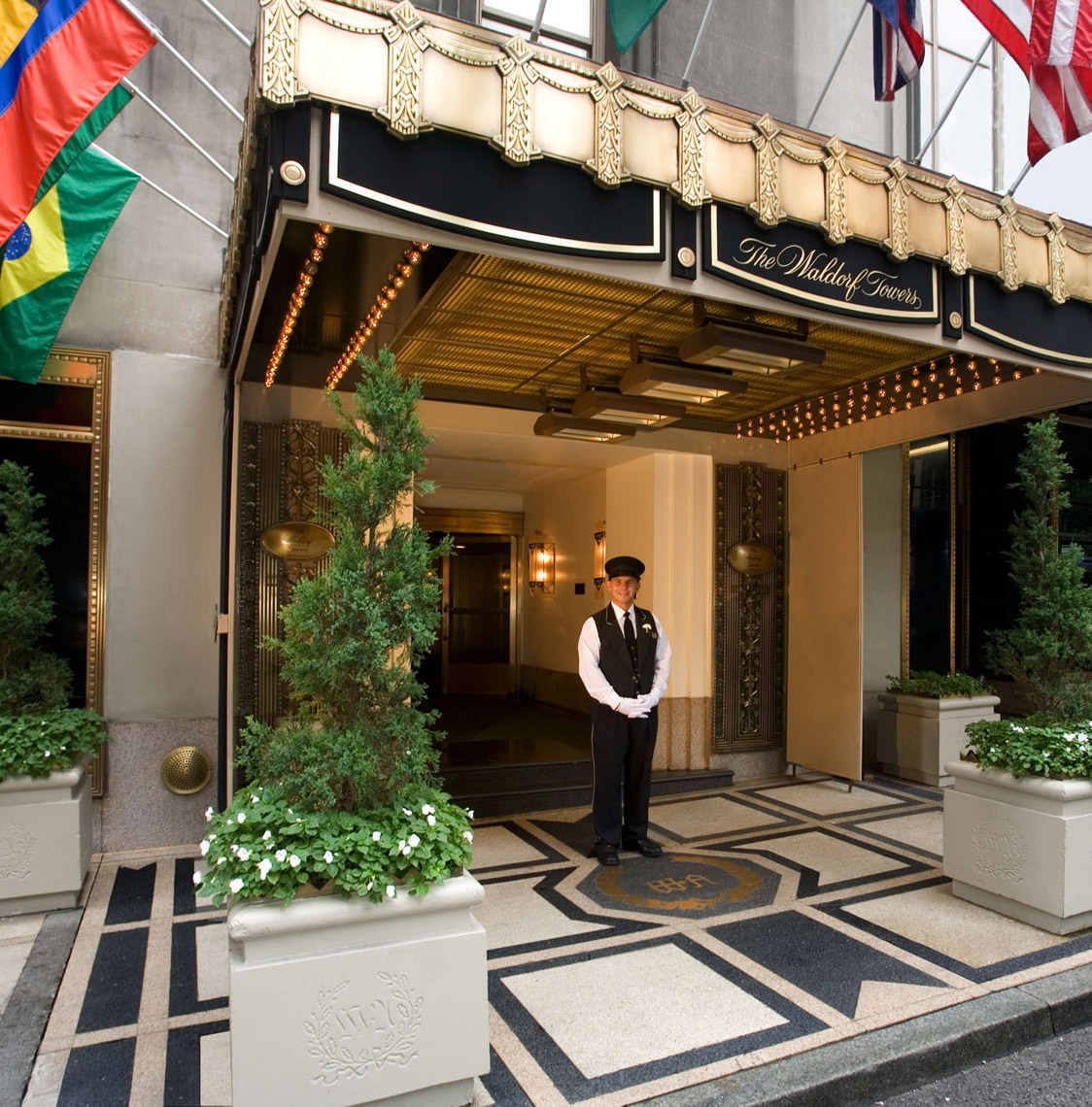 Waldorf Towers Entrance, Architecture by Kenneth E. Hurd & Associates